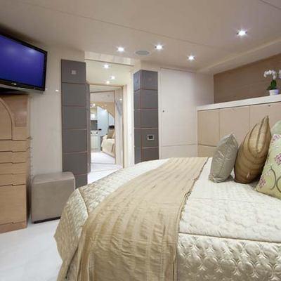 Daloli Yacht VIP Stateroom - Screen