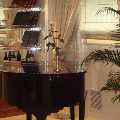 Elegant 007 Yacht Main Salon - Piano