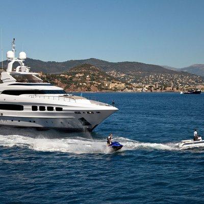 Seven S Yacht Jet Skis