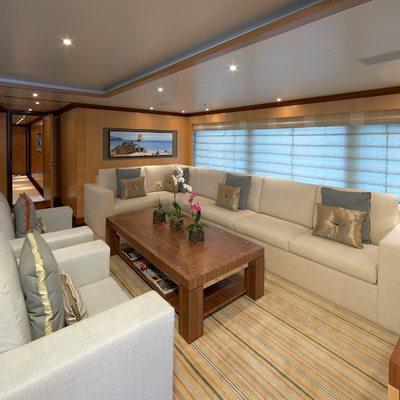 Mimi Yacht Lounge