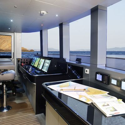 Blade Yacht Pilothouse