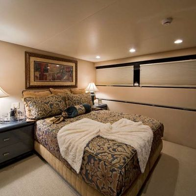 Big Eagle Yacht Queen Stateroom