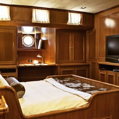 Aiglon Yacht Stateroom - Screen
