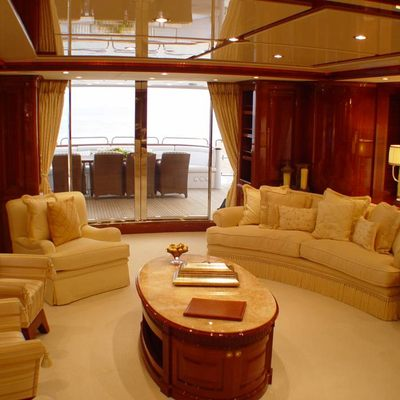 Aura Yacht Salon