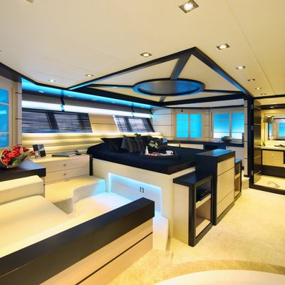 Perla del Mare Yacht Master Stateroom - Side