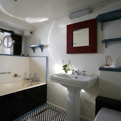 Calisto Yacht Bathroom
