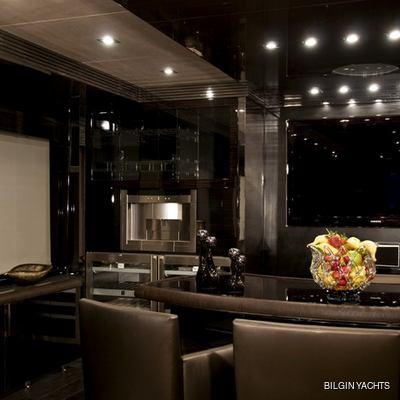 RL Noor Yacht Salon - Night