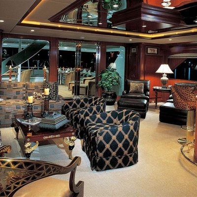 Attitude Yacht Bar