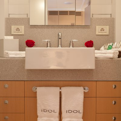 Idol Yacht VIP Basin