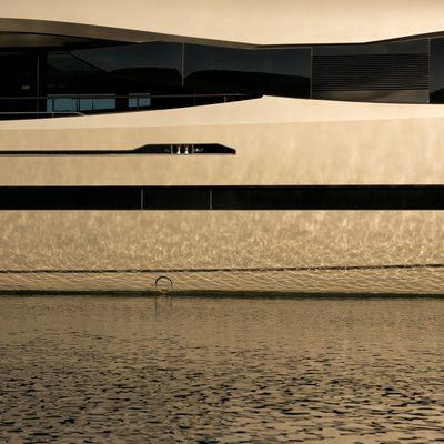 FX Yacht