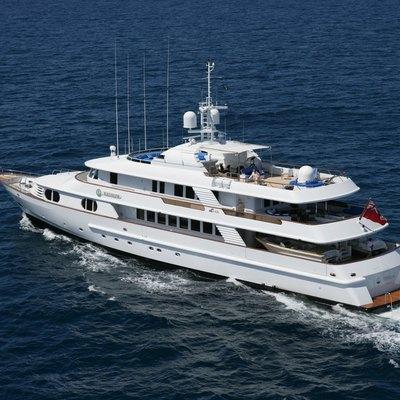 Azul V Yacht Running