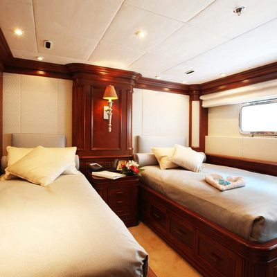 Nomad Yacht Twin Stateroom