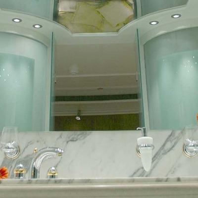 Elegant 007 Yacht Guest Bathroom - Mirror