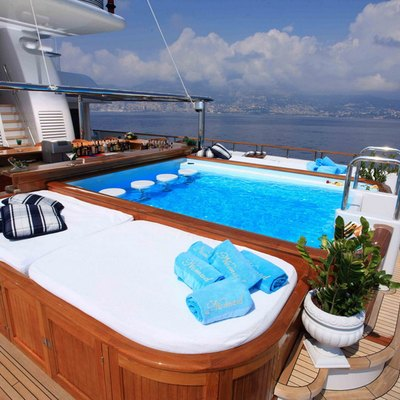 Nomad Yacht Wet Bar & Sun Pads