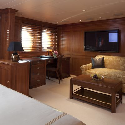 Luna Yacht Master Stateroom - Seating