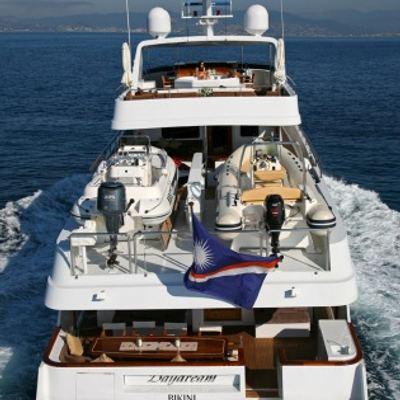 Daydream Yacht Running Shot - Stern