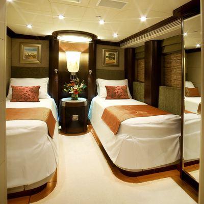 De Lisle III Yacht Twin Stateroom