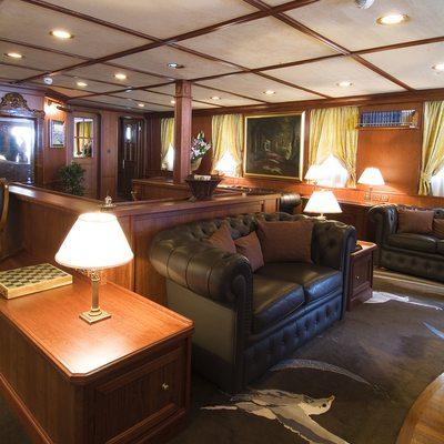 Seagull II Yacht Main Salon