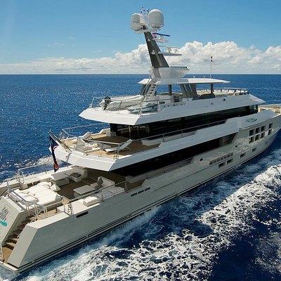 Big Fish Yacht Running Shot - Rear