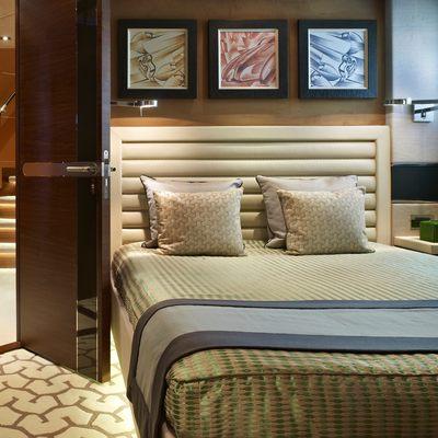 Aurelia Yacht Stateroom - Bed