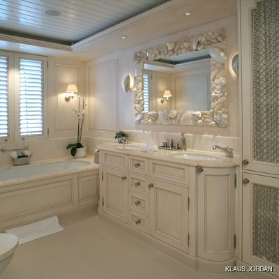 Huntress Yacht Private Bathroom