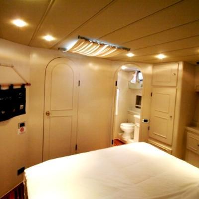 Serenity 70 Yacht