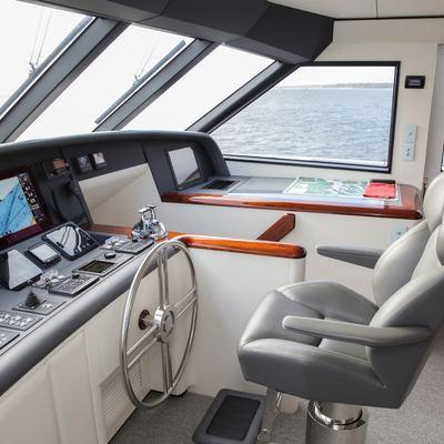 Laura J Yacht