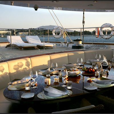 Parsifal III Yacht Table Set