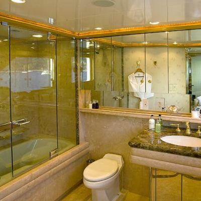 Maverick II Yacht Master Bathroom