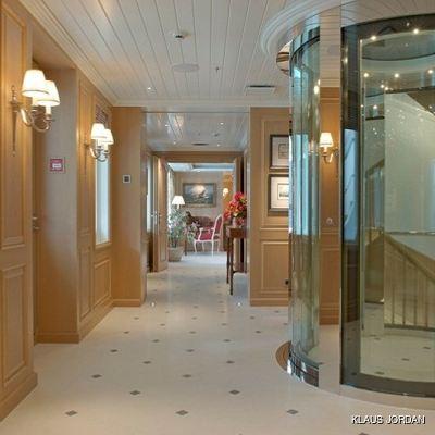 Huntress Yacht Lobby