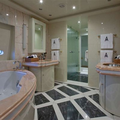 Diamond Yacht VIP Suite Bathroom