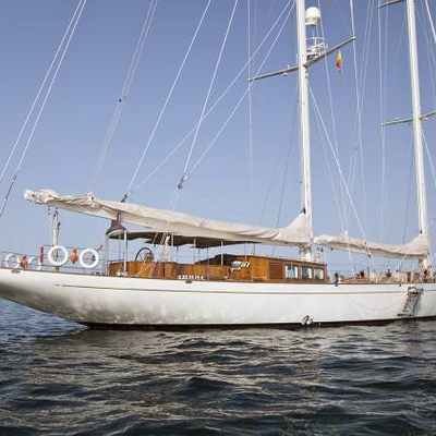 Gweilo Yacht Profile with Flag