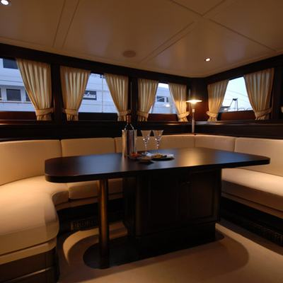 Gweilo Yacht Circular Seating