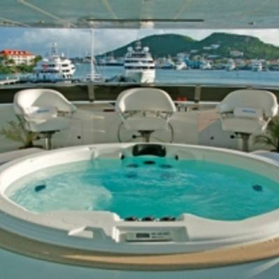 Queen D Yacht Jacuzzi