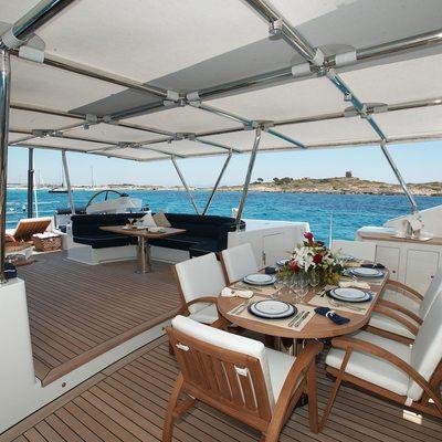 Mumu Yacht On deck dining area