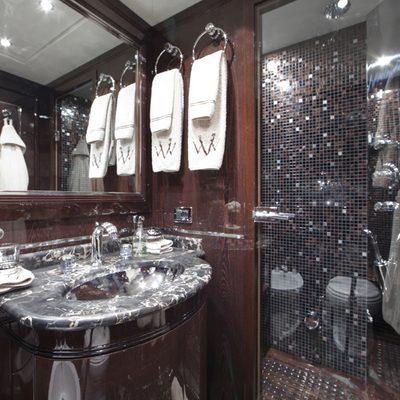 Veni Vidi Vici Yacht Private Bathroom