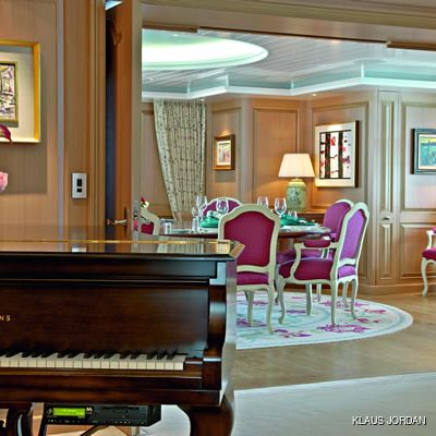 Huntress Yacht Dining & Piano