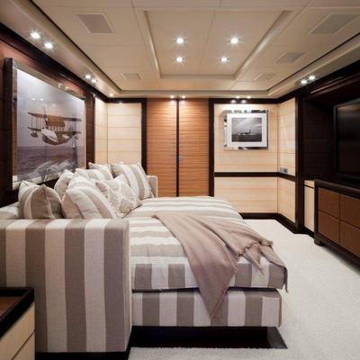Lisa IV Yacht TV Salon