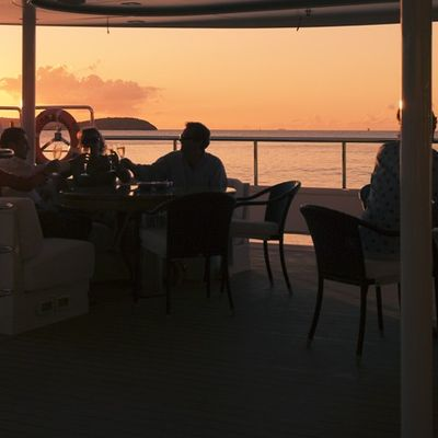 Elegant 007 Yacht Sunset