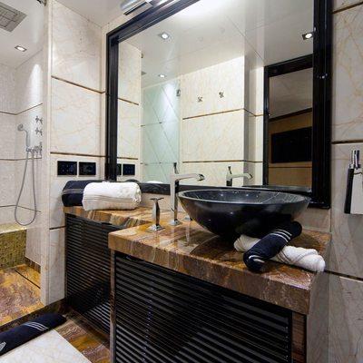 Seven S Yacht Guest Bathroom