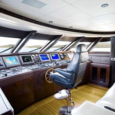 De Lisle III Yacht Bridge