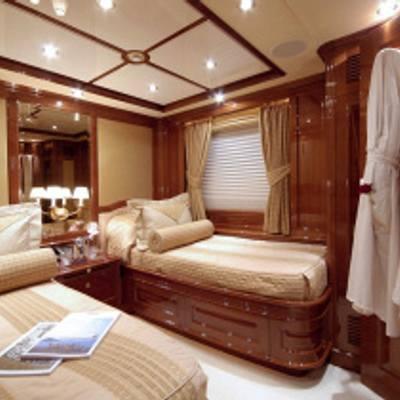 Aura Yacht Twin Cabin