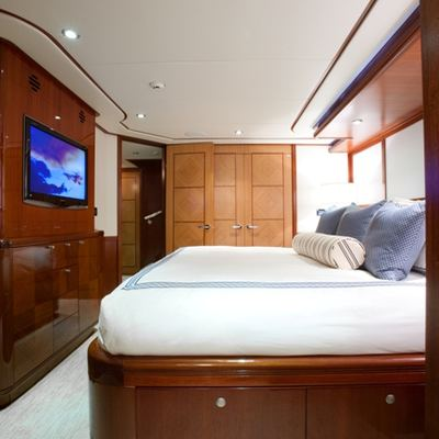 Just Enough Yacht King Guest Stateroom