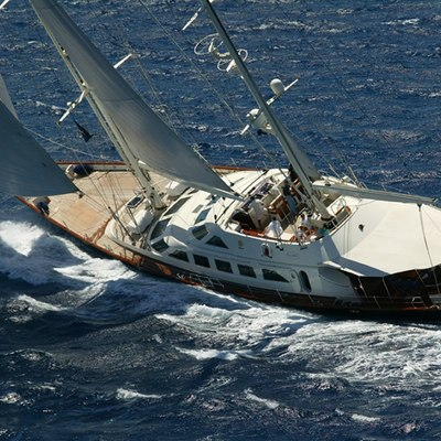 Principessa Vaivia Yacht Running Shot - Rear View