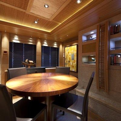 Naia Yacht Salon - Table