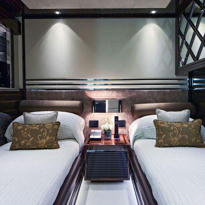 Manifiq Yacht Twin Stateroom