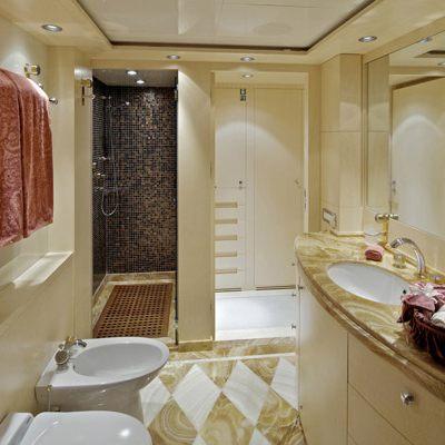 Mia Rama Yacht Guest Bathroom