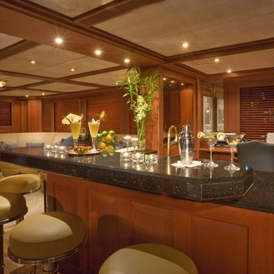 Queen D Yacht Salon Lounge