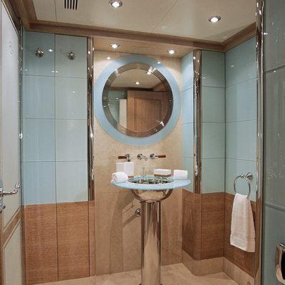 Jo Yacht Shower Room