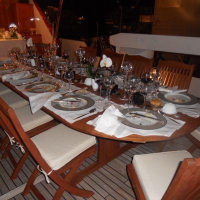 Ava Yacht Sundeck extra dining